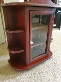 Small cabinet to hang on wall Breinigsville, 18031