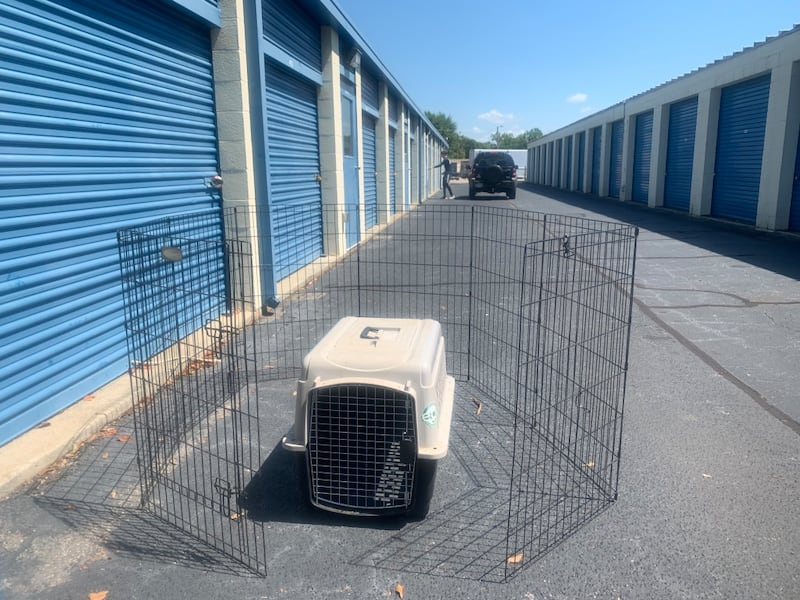 Large Dog Crate and Dog/Animal fence f7b9db68-5d3c-4410-9639-3437a001bcc6