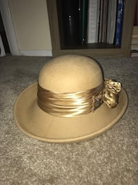 Brass-colored and white ceramic hat Chantilly, 20151