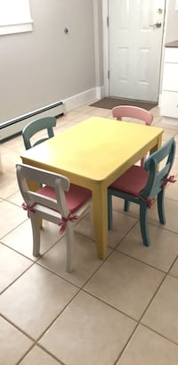 Kids wooden table with four chairs dining set Burnaby, V5C 1Y5