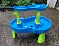kids play water table Washington, 20015