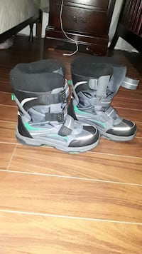 Boys winter boots.. like new