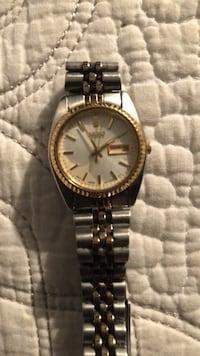 Round gold-colored analog watch with link bracelet Oxnard, 93036
