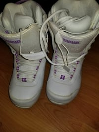 pair of grey-and-purple snow boots