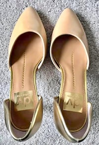New Dolce Vita beige/gold patent leather pumps 6.5 fits like 6 Edmonton, T5N 1N3