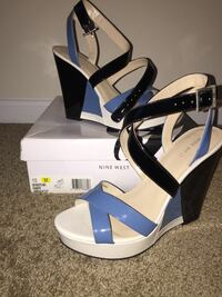 pair of white-gray and blue peep toe wedge Capitol Heights, 20743