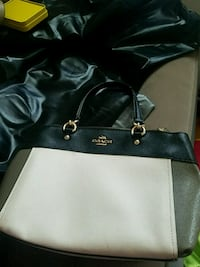 Coach Purse Chicago, 60641
