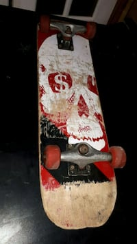 Skull bottom skateboard