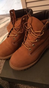 Pair of brown leather work boots timberland  Albany, 12205
