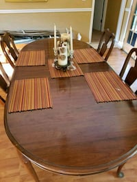 Antique dining table, 2 leaves, 6 chairs Woodstock, 30189