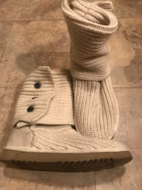 Size 8 White knit Ugg's  null