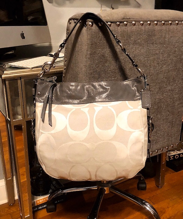 Coach Carryall Hobo tote paid $298 Like new! Pristine condition!  3be81f18-b8d3-49e4-8f6e-5e725bd94d84