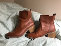 pair of brown leather boots Davis, 95618