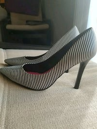 Black and White Striped Guess Heels, Size 7 41 km