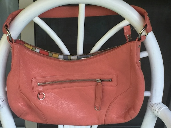 'Danier leather' genuine leather purse in excellent condition efa064b1-4937-4ce9-9f95-8f5babab9906