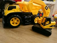 Truck and Excavator toys for kids  - Jouets de cam Montréal, H3G 1R3
