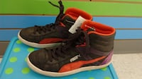 (324A) Girl's Sneakers PUMA Size 4 YOUTH