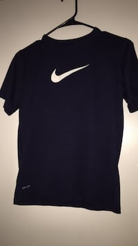 Dark blue nike dri-fit shirt. Youth size large. Bakersfield, 93308