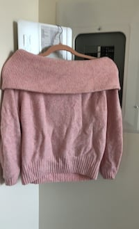 Thick pink xs sweater from hnm Toronto, M4Y 1K3