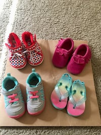 6 pairs of assorted shoes( baby girl) Irving, 75039