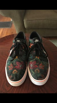 Floral Nike's size 12 Bakersfield, 93304