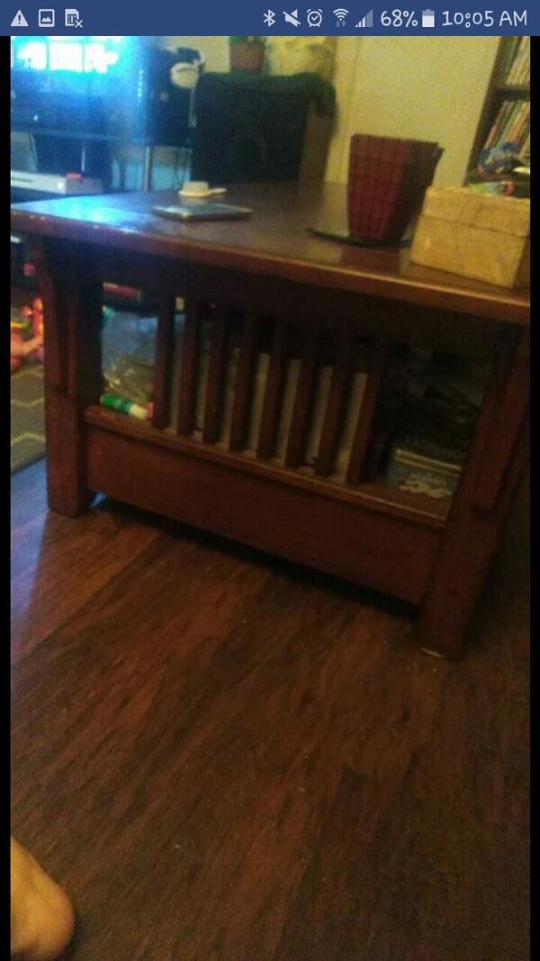 Finished wooden coffee table 0239c6fc-6f88-4aa3-8f0e-f7513829026a