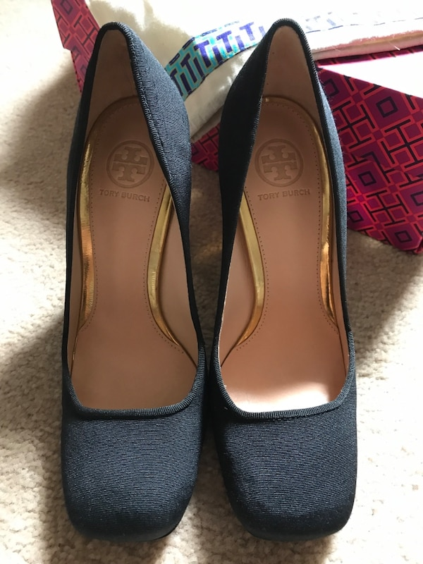 NWOT Tory Burch Black fabric with Gold Heels size 5 c697788b-dbec-4c07-bfd1-33ce00a245e7