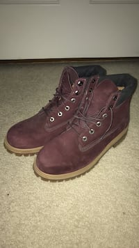 womens size 7 timbs