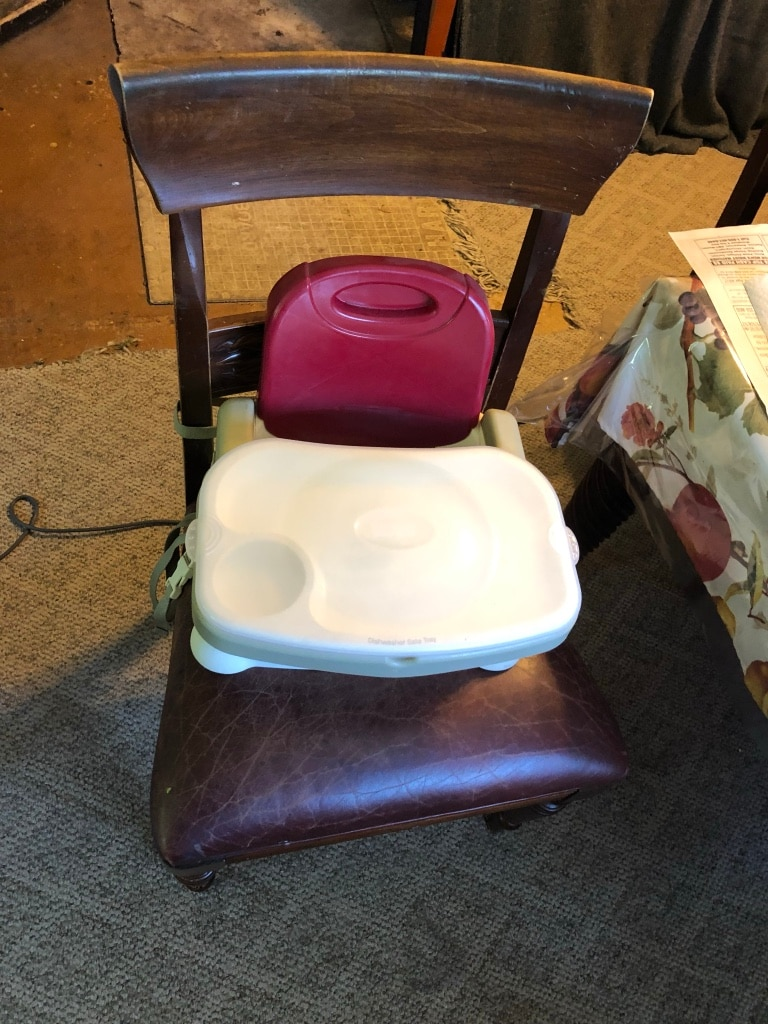 Photo High chair-straps to a regular chair for convenience.