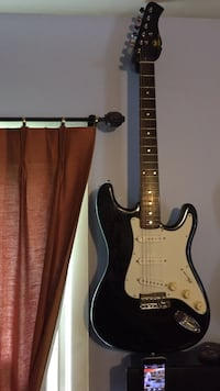 Black and white stratocaster electric guitar Bowie, 20715