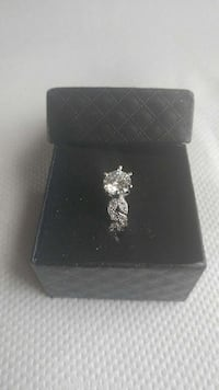 silver diamond ring with box Beauharnois, J6N 2B9