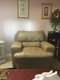 Leather Sofa & Recliner York, 17402