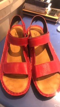 Red sandals Women's 40 (9-10) Waterloo, N2L 2W2
