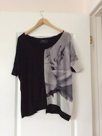 black and grey scoop-neck shirt