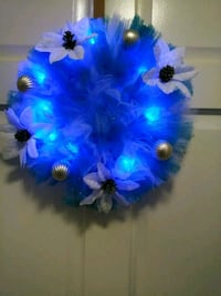 blue and white mesh flower wreath with lights 28 km