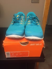 Brand New size 7 woman's nikes Vancouver, V5W 3P6
