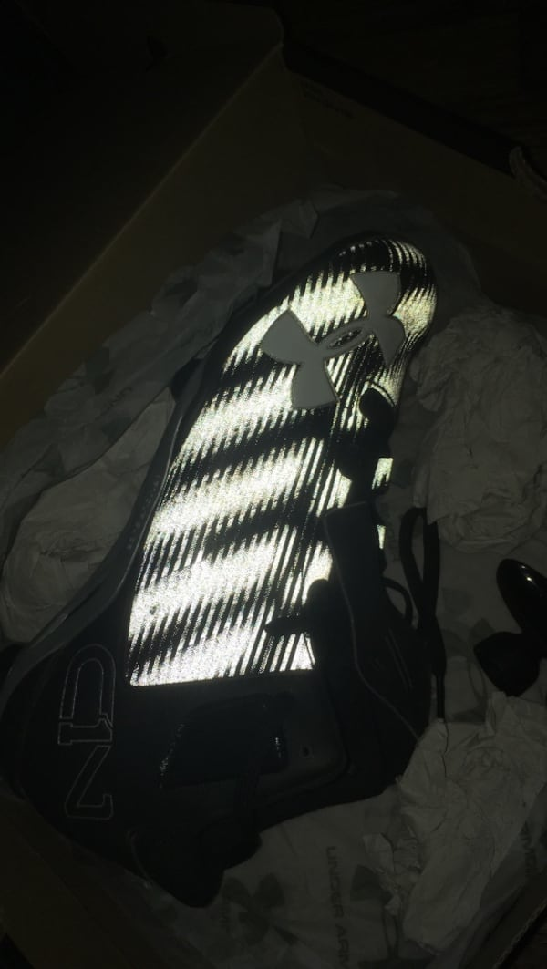 Cleats size 9.5 used once 8e895bce-f107-42fe-8fc8-2580390fe415