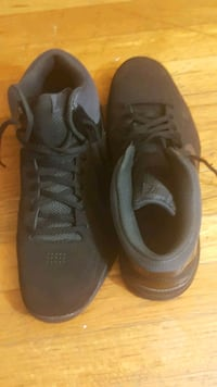 pair of black Nike running shoes Alexandria, 22310