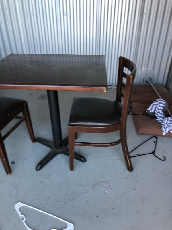 Table & 2 chairs 3