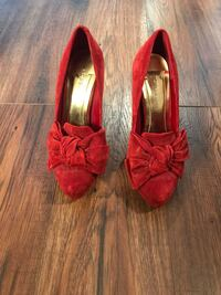 Red shoes size 5 Miami, 33183