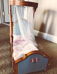 American Girl Cecile/Marie-Grace half canopy doll bed. Includes bedding set. Like new! Westminster
