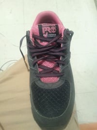 unpaired black and pink Nike running shoe Henderson, 42420