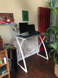 Standing desk (like new condition)