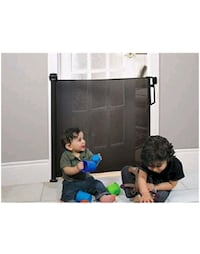 Baby retractable gate Mississauga, L5N 4L8