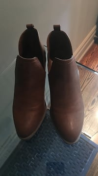 pair of brown leather heeled shoes Toronto, M4K 1V2
