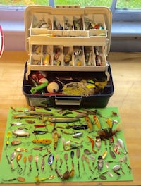 Complete tackle box filled with vintage lures Edwardsville, 18704