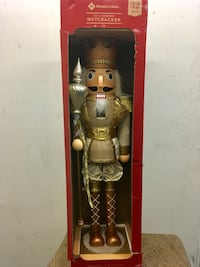 "32"" WOODEN NUTCRACKER HOLIDAY DECORATION  Long Beach, 90810"