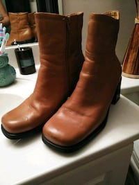 Women's leather boots size 8W Melbourne, 32935