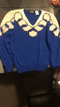 blue and white knitted sweater Mississauga, L5N