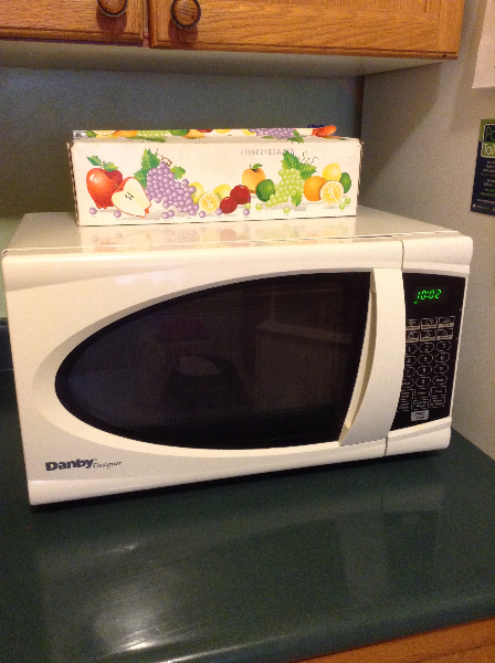 Microwave and Microwave Stand  Saint Catharines